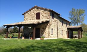 Photo of La Pulce 2 farmhouse for sale in Italy
