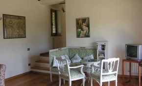 Photo of interior of a stone farmhouse for sale in Umbria